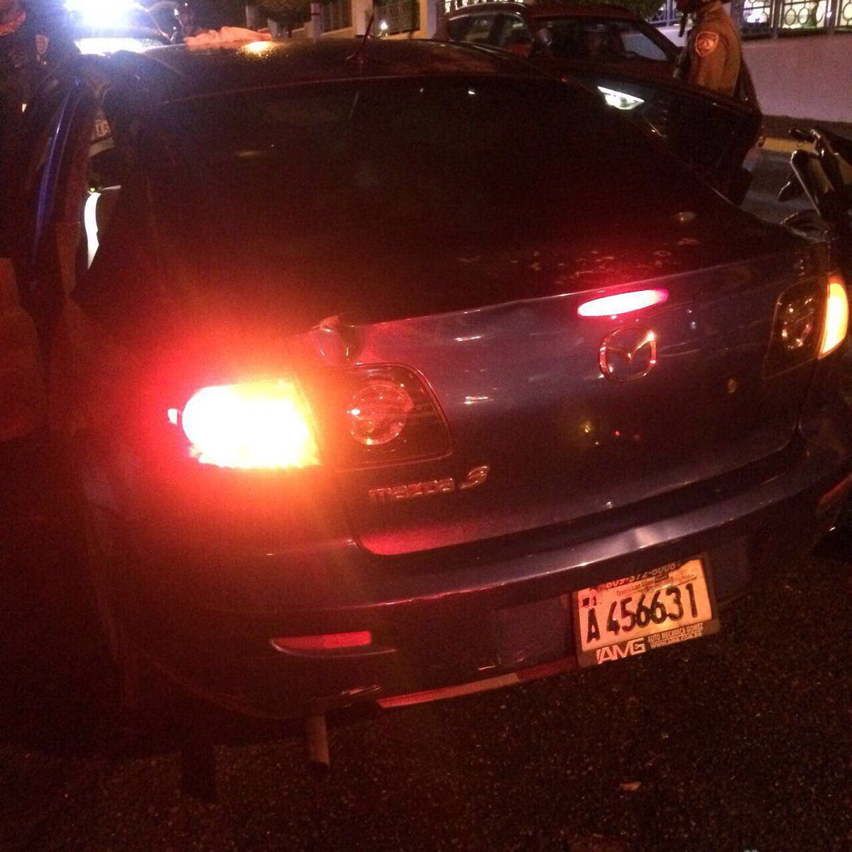 Hallan cadáver de una mujer y dos niñas dentro de un vehículo en la Zona Universitaria anoche