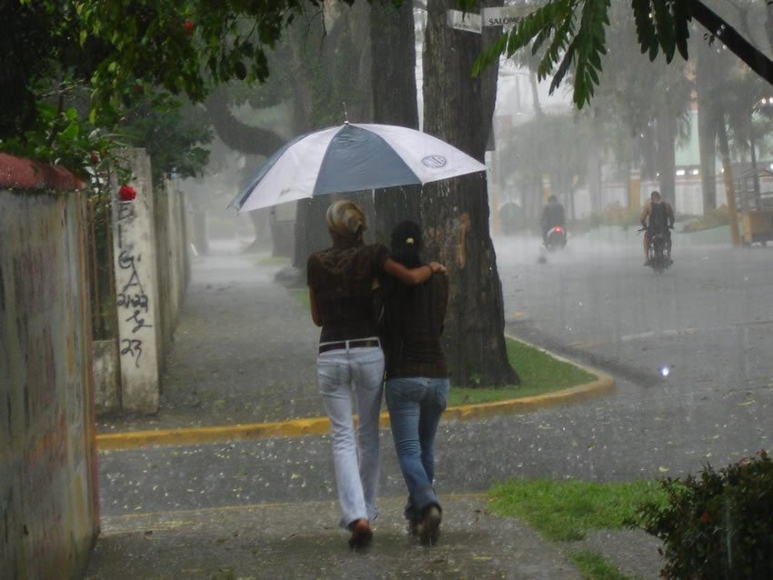 Para mañana lunes se esperan lluvias y tormentas eléctricas