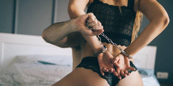 Mujeres atadas durante el sexo