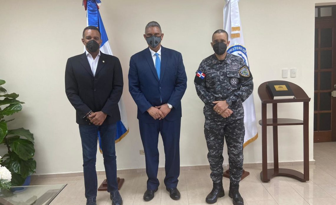 Senador de Espaillat con ministro de Interior y Policía y director de la Policía Nacional