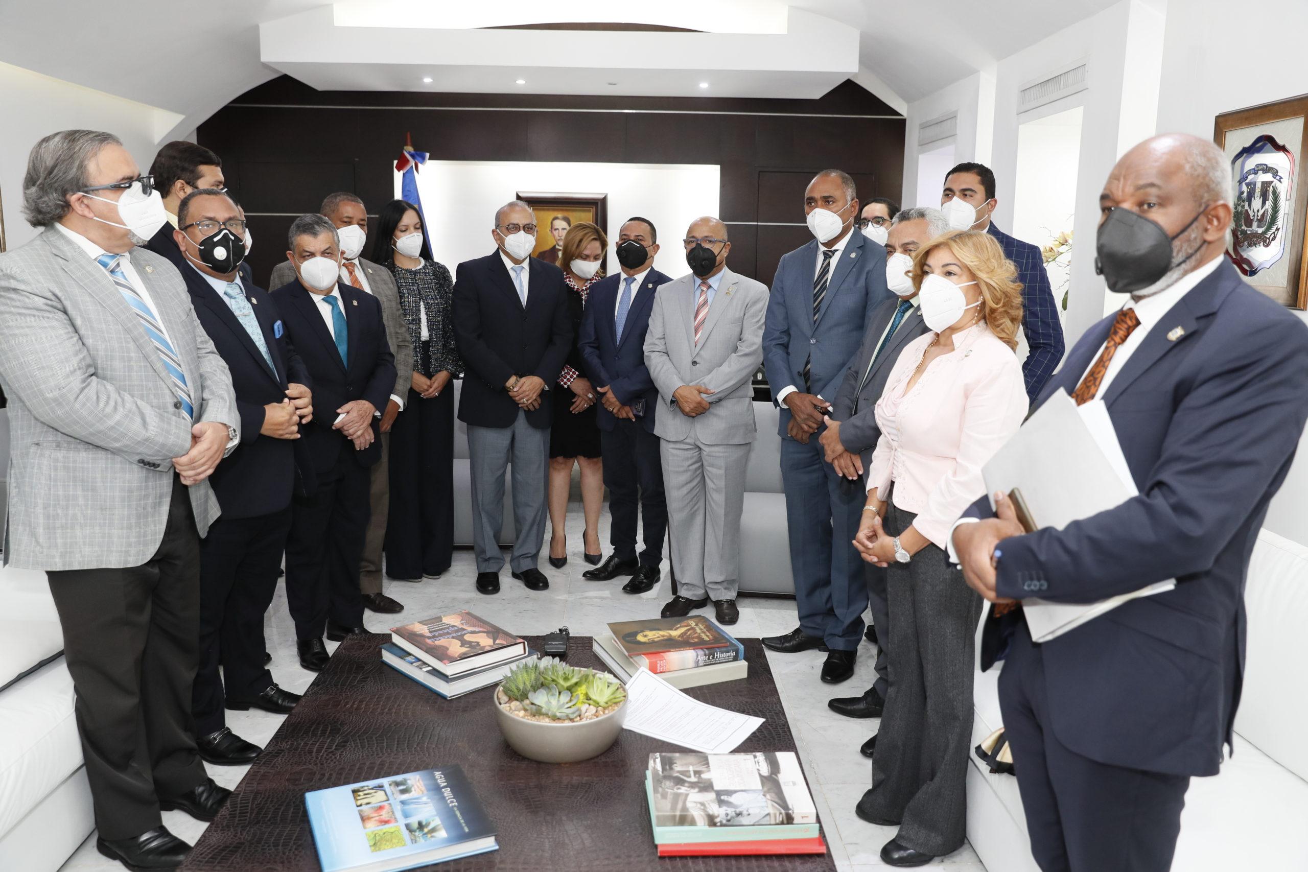 Pacheco recibe explicaciones del Ministro de Salud sobre adquisición de  vacunas contra Covid-19 - N Digital