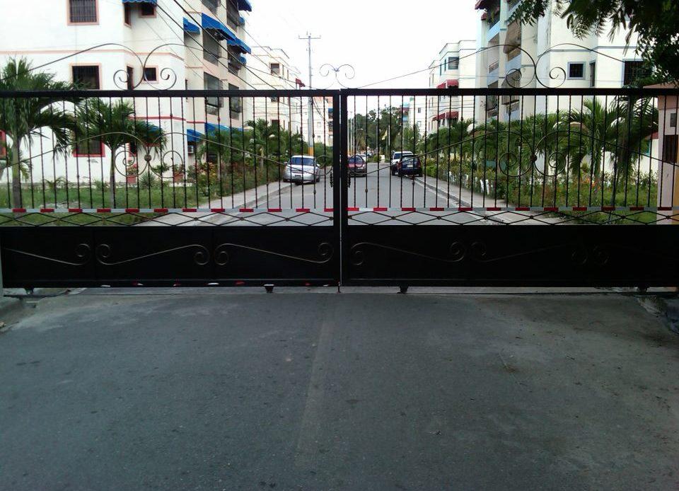 Foto, Entrada del residencial Villa Progreso del Este.