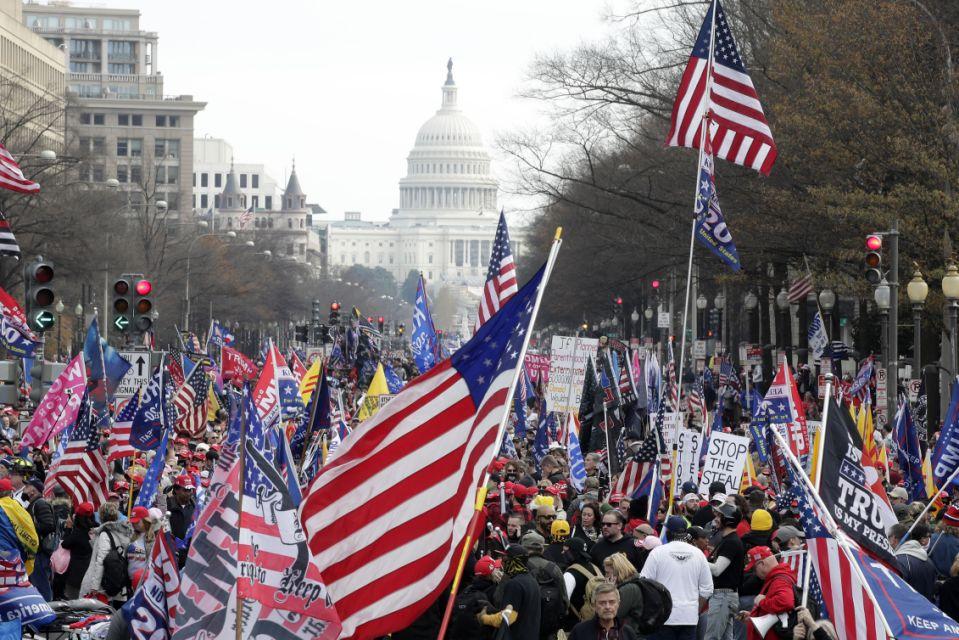 Evacúan edificios Congreso de EEUU por protestas de partidarios de Trump -  N Digital