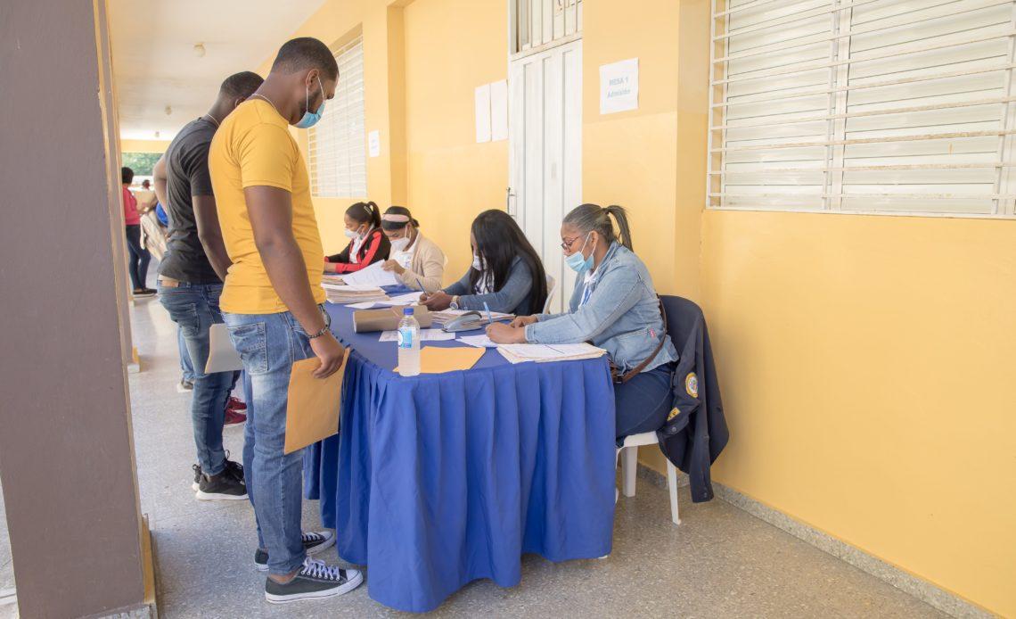 394 jóvenes participaron para optar por una plaza en el cuerpo de agentes de Vigilancia y Tratamiento Penitenciario (VTP)