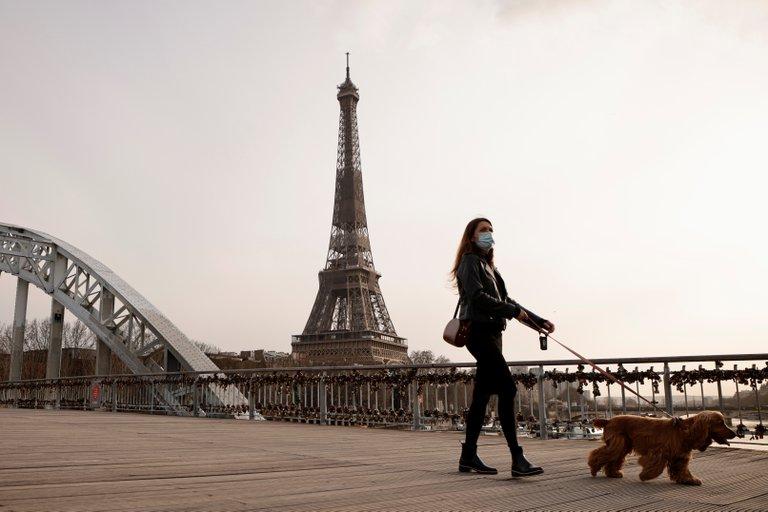 El primer ministro de Francia,Jean Castex, dio este sábado la consigna dereforzar los controles para que se cumplan estrictamente las restricciones en vigor para contener la propagación del coronavirus