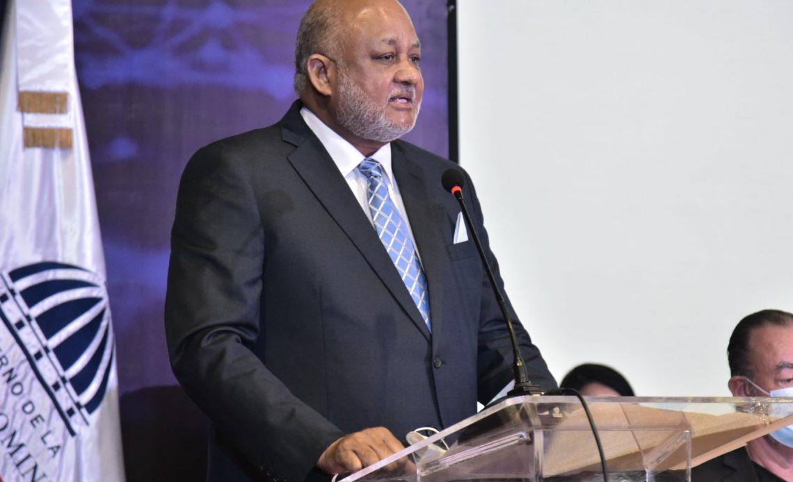 Roberto Fulcar, ministro de Educación