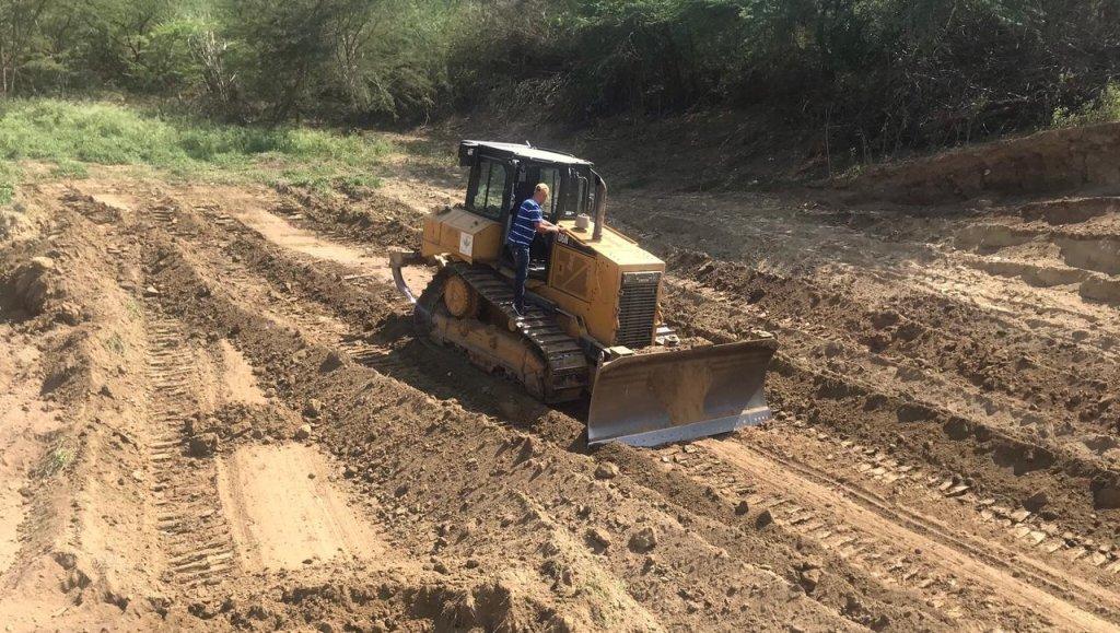 Agricultura inicia construcción de 18 lagunas para irrigar parcelas en Santiago