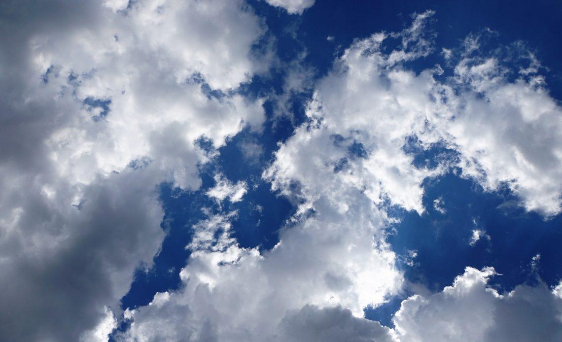 Parcialmente nublado.