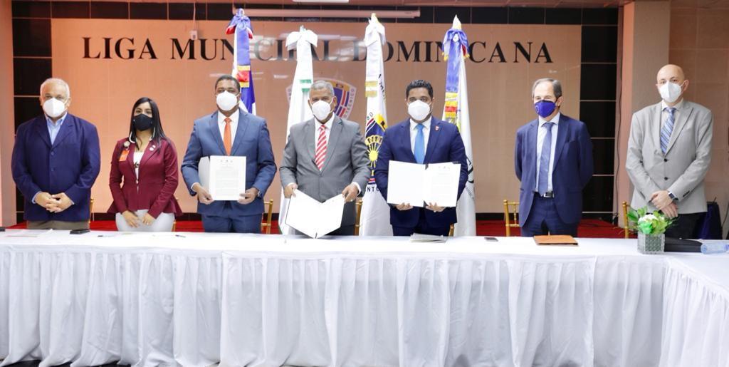Liga Municipal, Fedomu y MAP firman convenio.