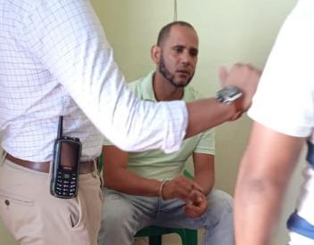 Oficial DNCD con drogas en San Juan.