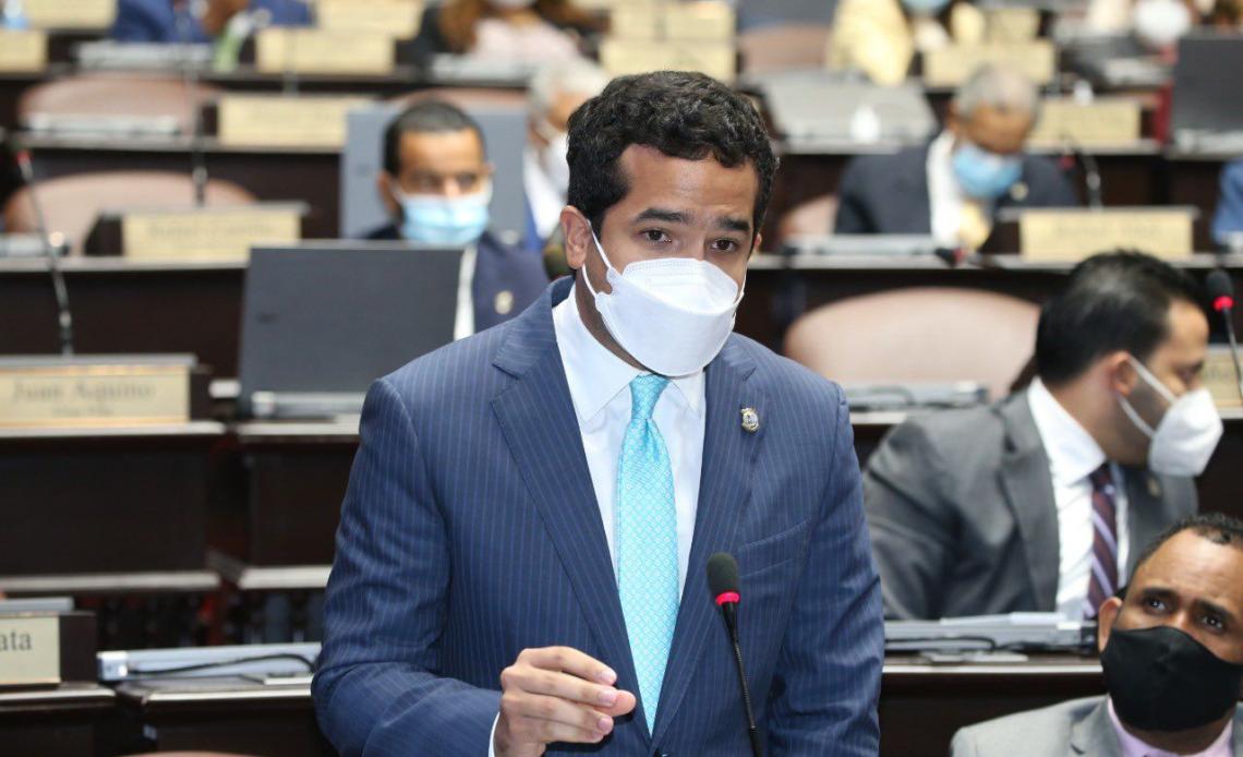 Omar Fernández, diputado de la Fuerza del Pueblo