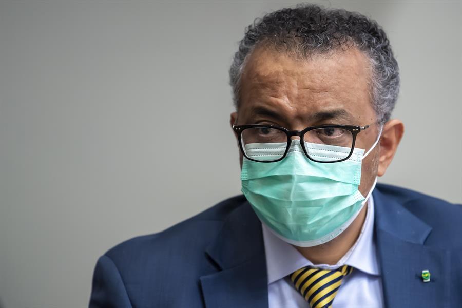 """OMS: pandemia """"está lejos de su final"""" pese a 2 semanas de descensos en casos"""