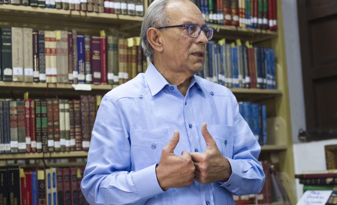 Foto 2, Dennis Simó, presidente Sociedad Dom. de Bibliófilos.