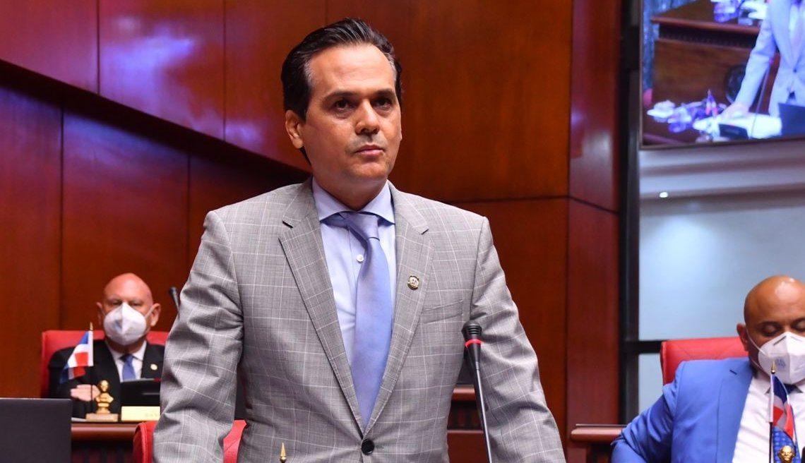 Iván Silva, senador dominicano