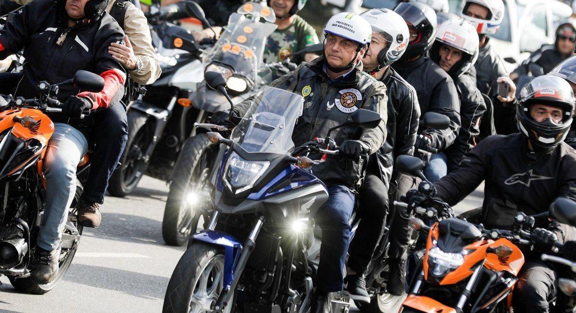 Presidente de Brasil en moto