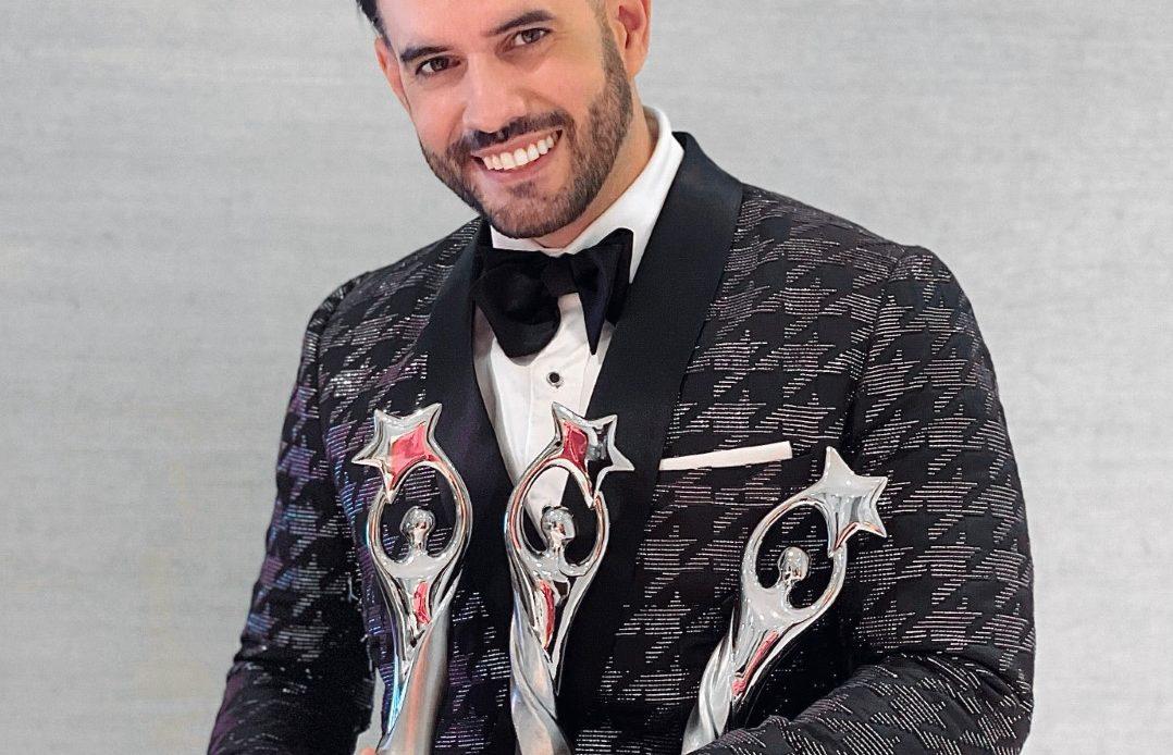 Manny Cruz celebra sus tres Premios Soberano y nominación a Premios Juventud