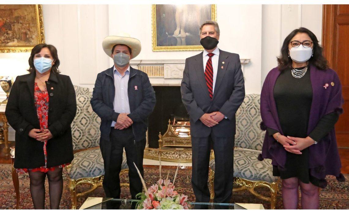 Pedro Castillo visita por primera vez el Palacio de Gobierno sin desvelar ministros