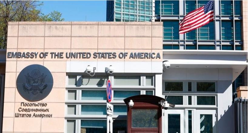 EE.UU. despide al personal no estadounidense de la embajada en Moscú
