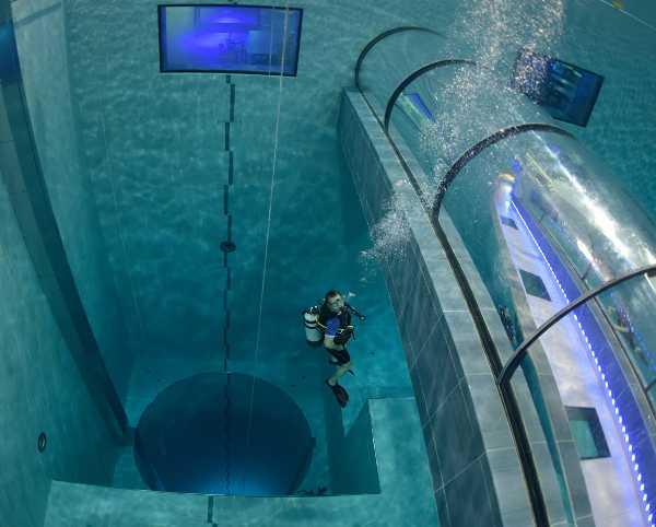Dubái registra récord Guinness de la piscina más profunda del mundo