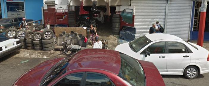 Negocios se adueñan de las aceras en el Gran Santo Domingo