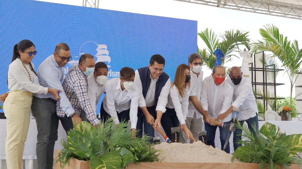 Ministro de Turismo deja iniciado reconstrucción de vía de acceso y parqueos en Playa Macao